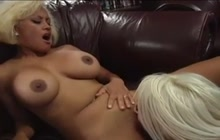 Great pussy eating and toying